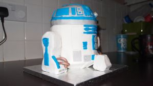 R2-D2 Cake by BevisMusson