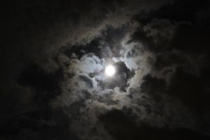 Cloudy Moon6 by Lynxwing