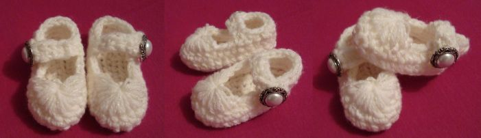 Baby girl booties by Angie85