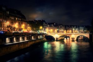 Walking along the Seine by StefanJanisch