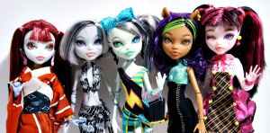 Monster High Repaints (July group) by periwinkleimp