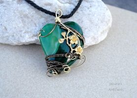 Green heart wire wrapped pendant by IanirasArtifacts