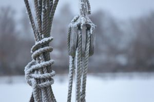 Pulley in winter by theGuffa