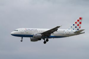 Airbus A319-112 by PlaneSpotterJanB