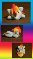 Sleeping Rainbow Dash by DawnMistPony