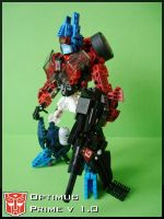 [MOC] Optimus Prime v 1.0 Robot Mode by QuQuS