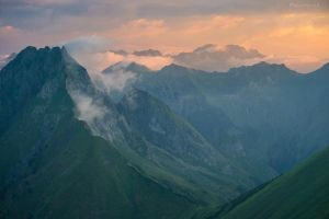 Steep grass majesty in the morning light by acoresjo88