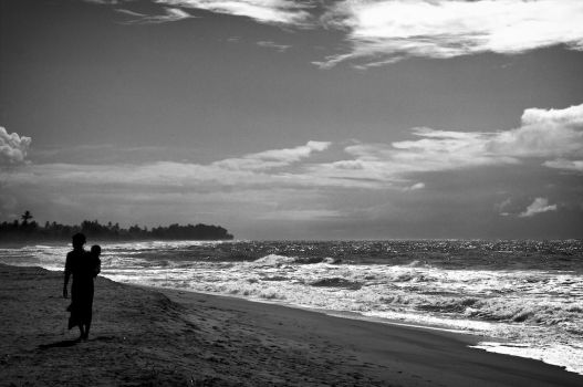 woman_child_and_waves by simo2409