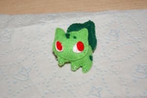 Bulbasaur Felt Brooch by inu-chan-free