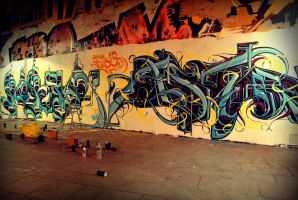 Graffitis by night in Paris by Vincent-CC