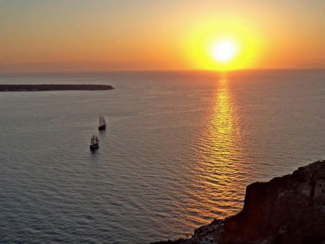 Sunset in Oia by feepee7