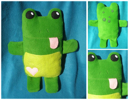Frog plush by starry-eyedkid