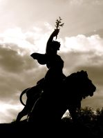 Statue at Victoria Monument: Sepia by RosaLui