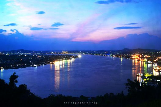Mahakam River Samarinda City by ntengs
