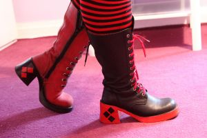 Harley Quinn's boots by Joker-laugh