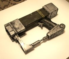 AEP7 Laser Pistol from Fallout 3 by artbetep