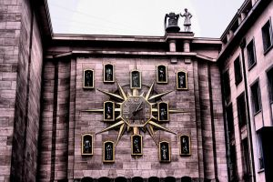 Brussel Clock by rockscorp
