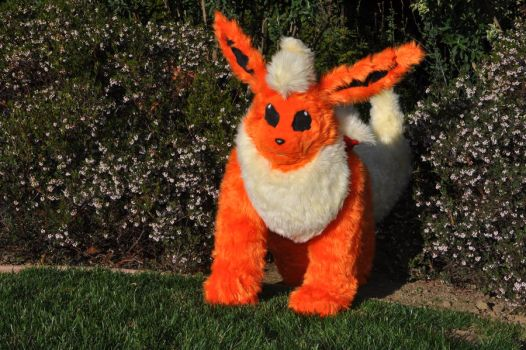 A wild Flareon has appeared! by AzShayde