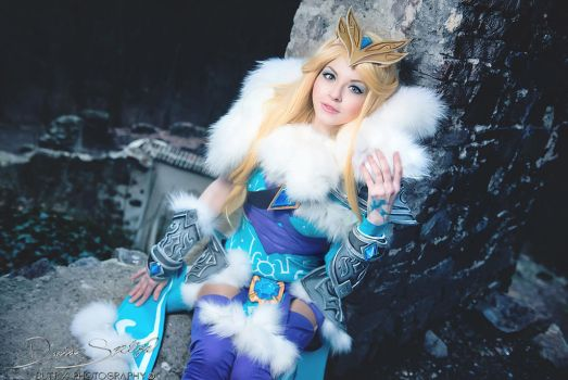 Crystal Maiden cosplay. Ice is nice! by amio-mio