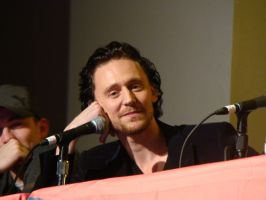 Tom Hiddleston by galidor