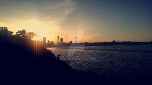 Niagara falls from behind in the summer by ashysenpai