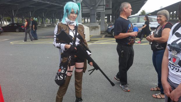 Sinon cosplay with gun by Shippuden23