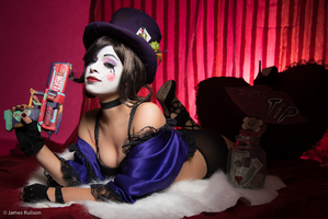 Mad Moxxi - Protection by Enasni-V